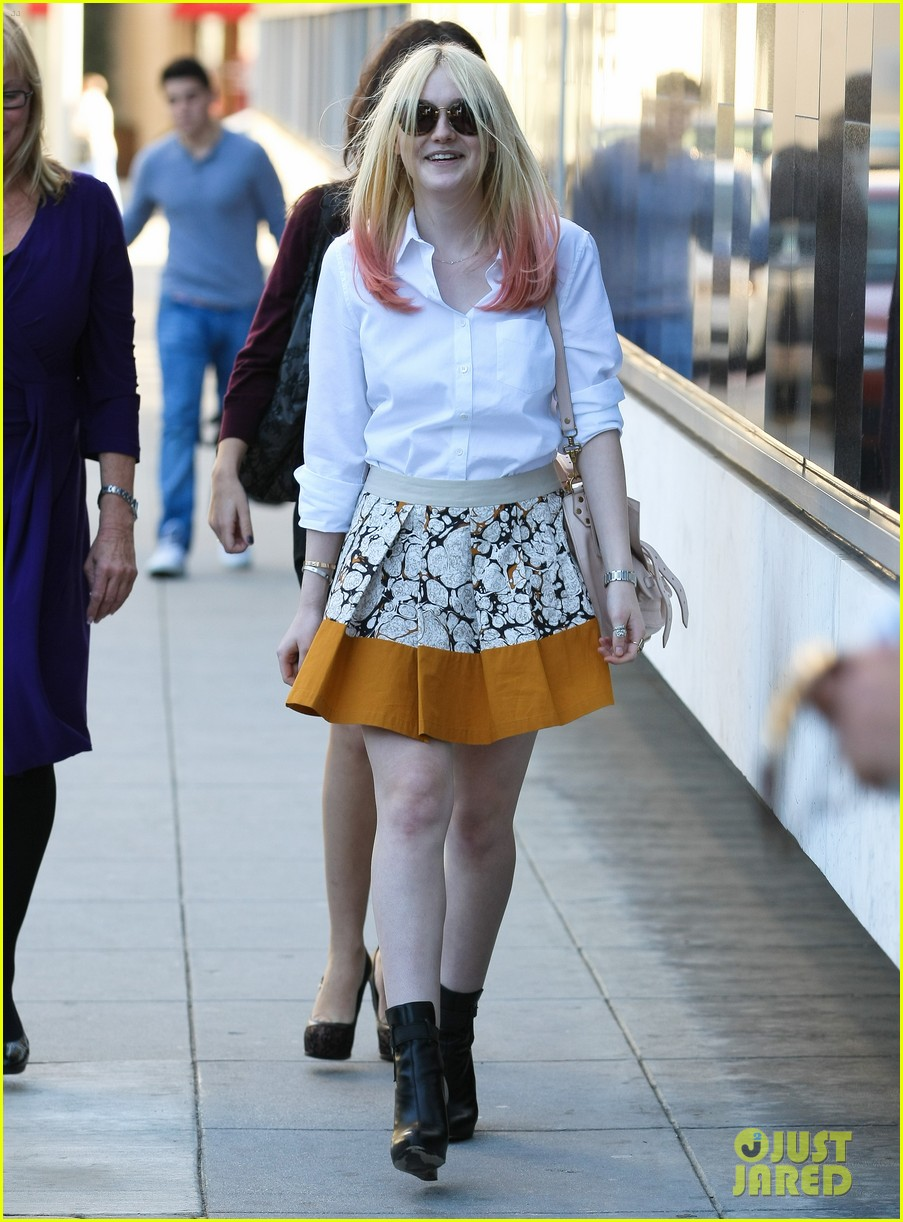 dakota fanning hot pink hair 06