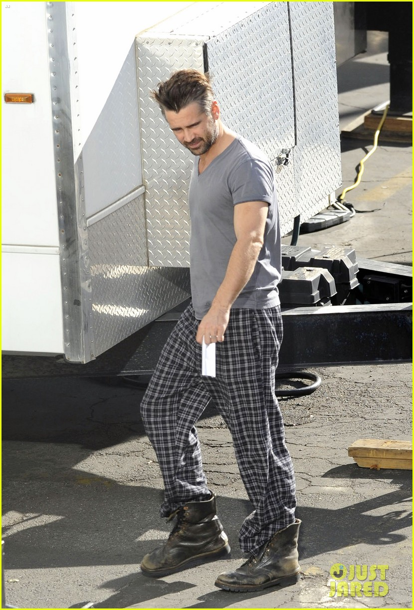 colin farrell pajamas on seven psychopaths set 01