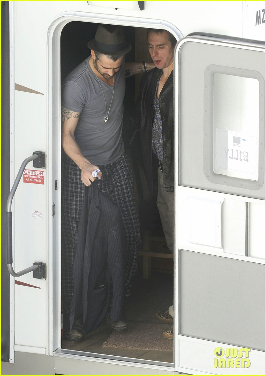 colin farrell pajamas on seven psychopaths set 03