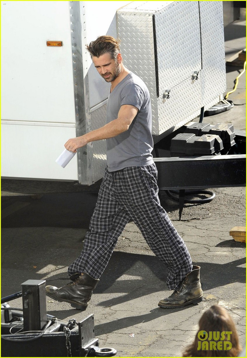colin farrell pajamas on seven psychopaths set 09