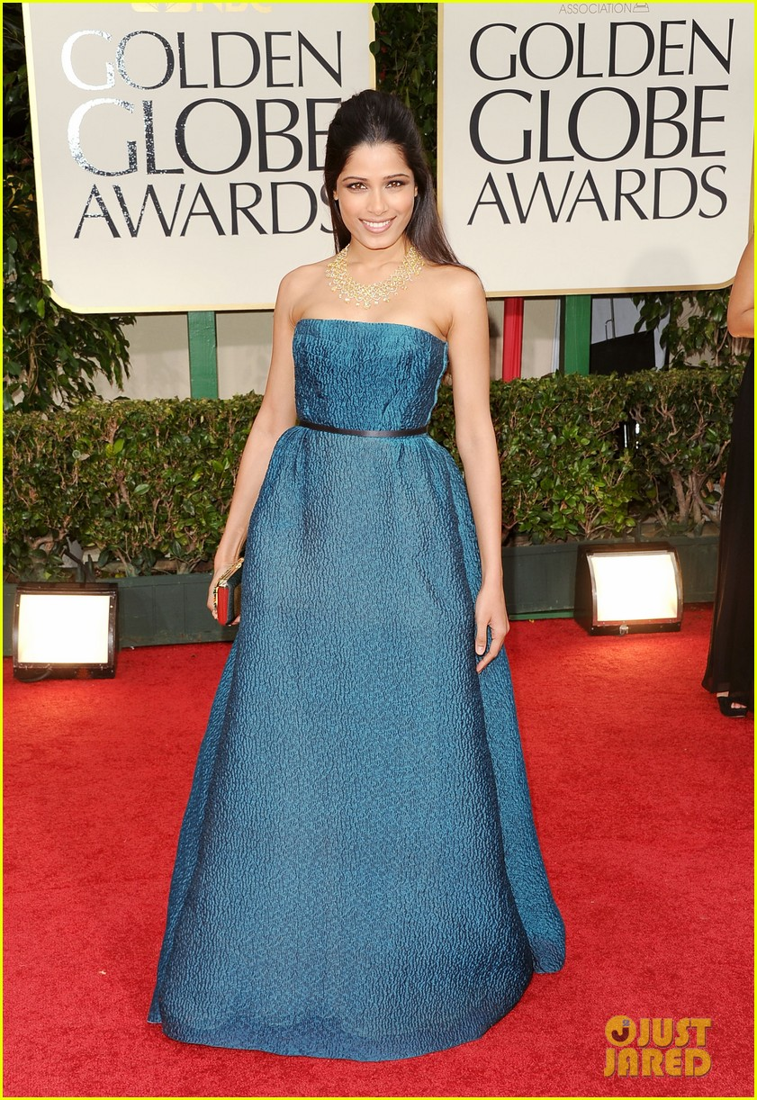 freida pinto golden globes 2012 02