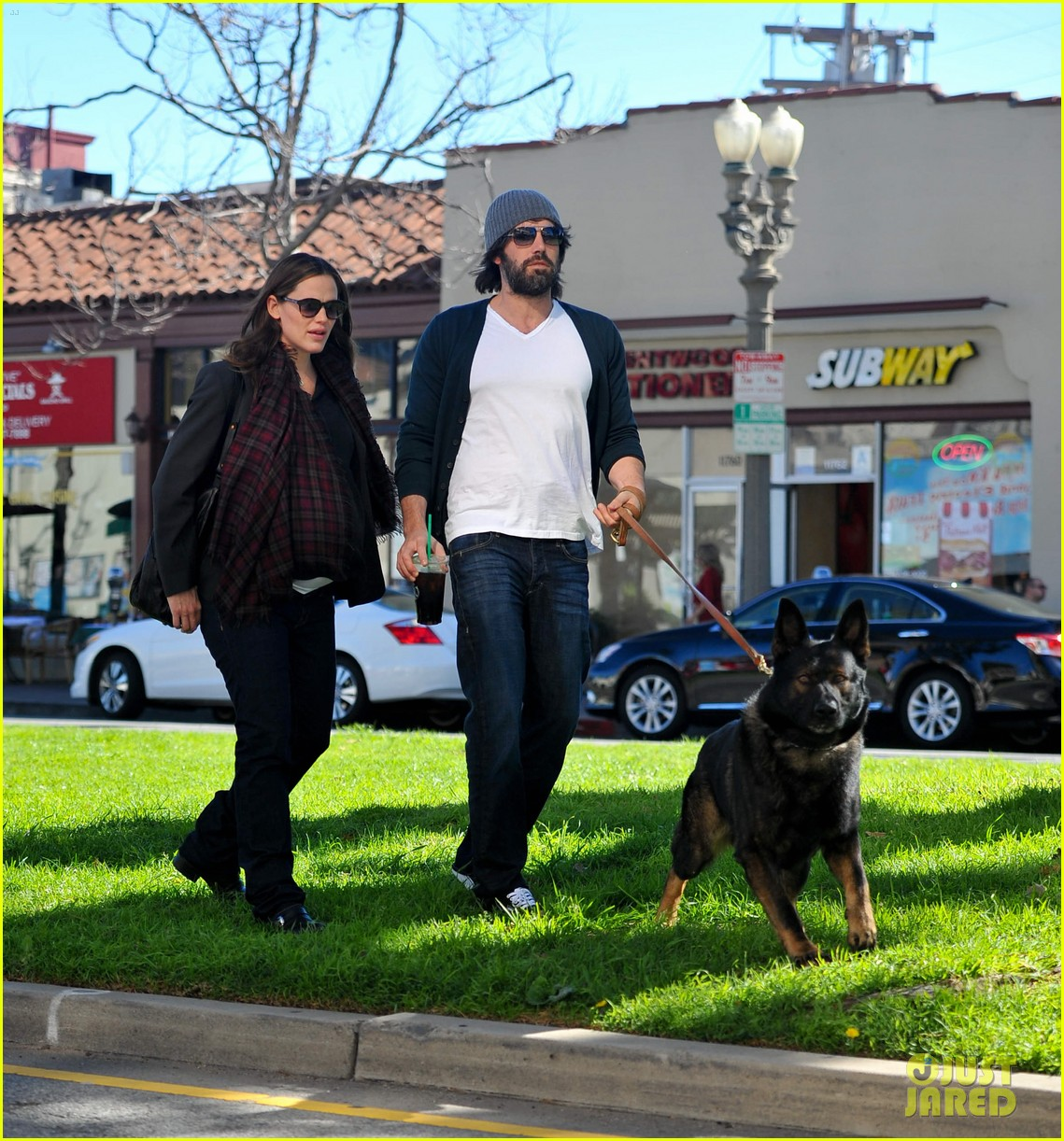 jennifer garner ben affleck dog walking duo 06