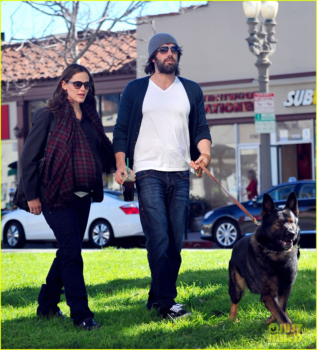 jennifer garner ben affleck dog walking duo 07