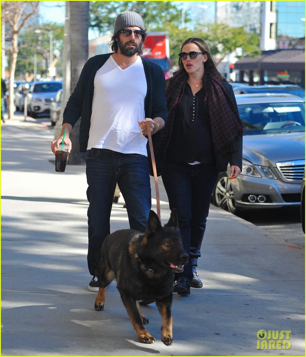 jennifer garner ben affleck dog walking duo 08