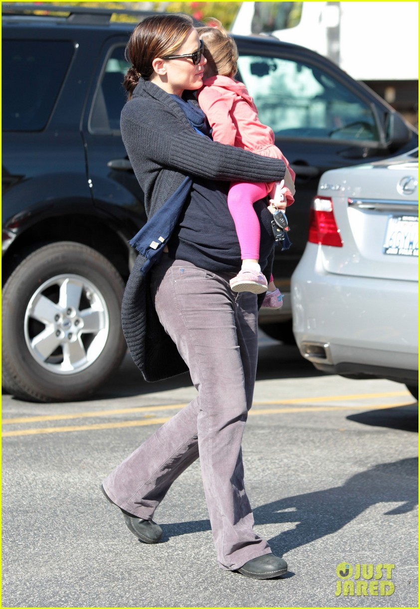 jennifer garner ben affleck dog walking duo 10