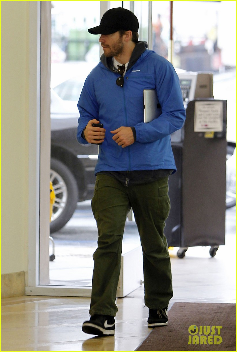 jake gyllenhaal medical visit 012621335
