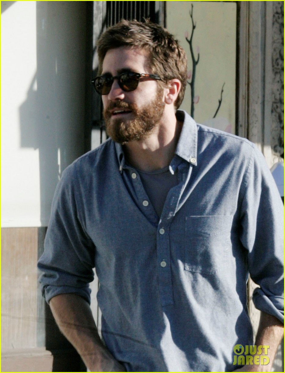 jake gyllenhaal sushi lunch 01