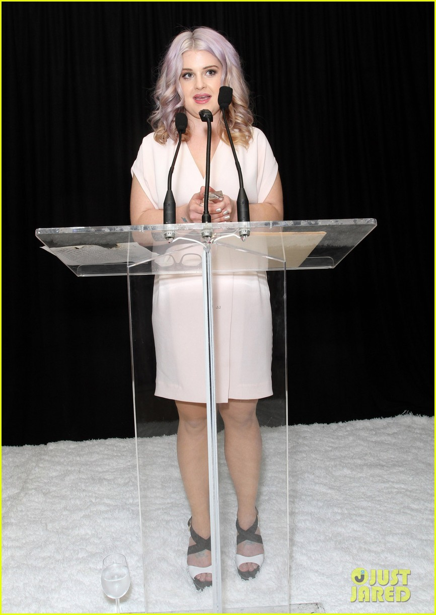 anne hathaway rachel zoe l a lgbt center benefit 16
