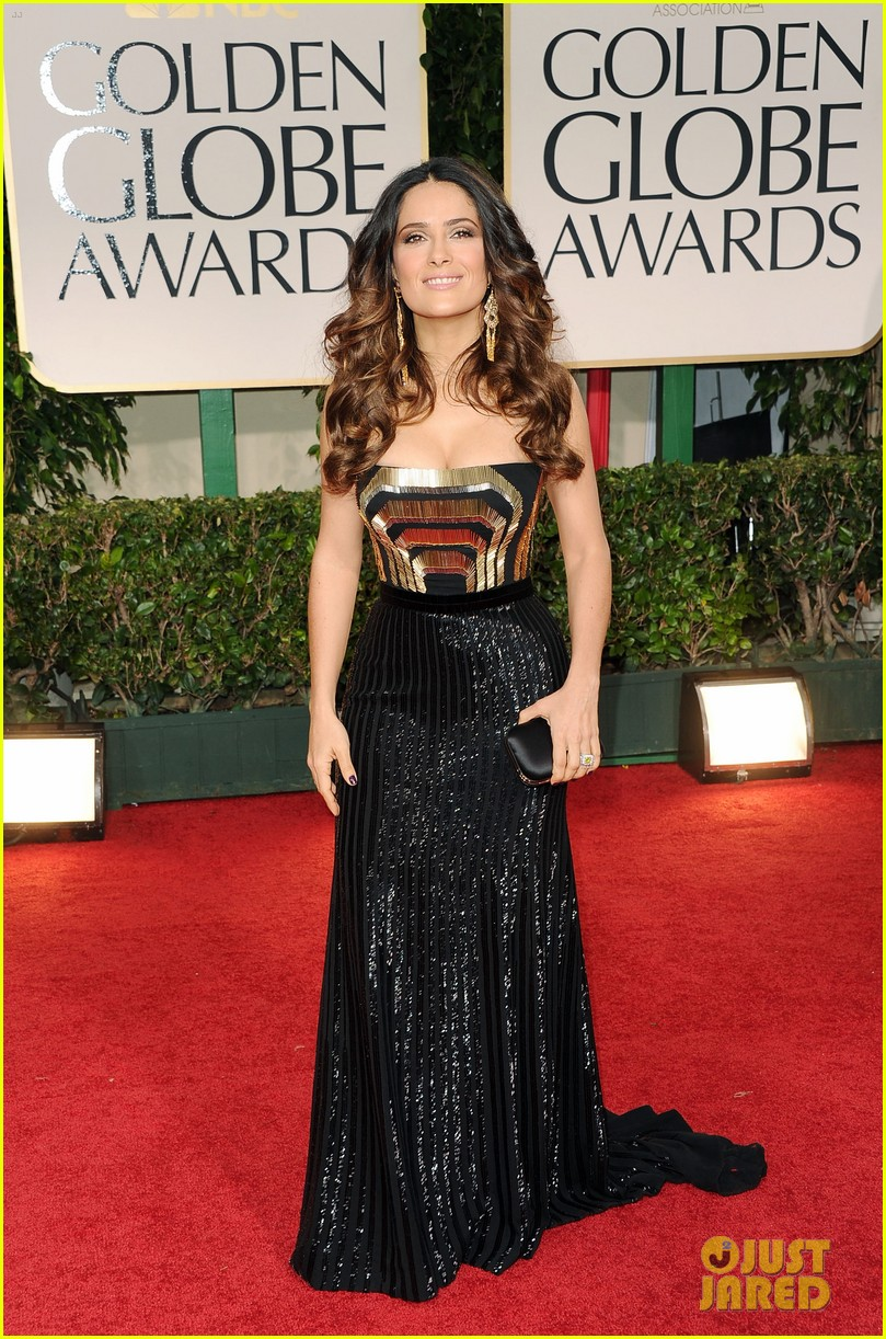salma hayek 2012 golden globes red carpet 01
