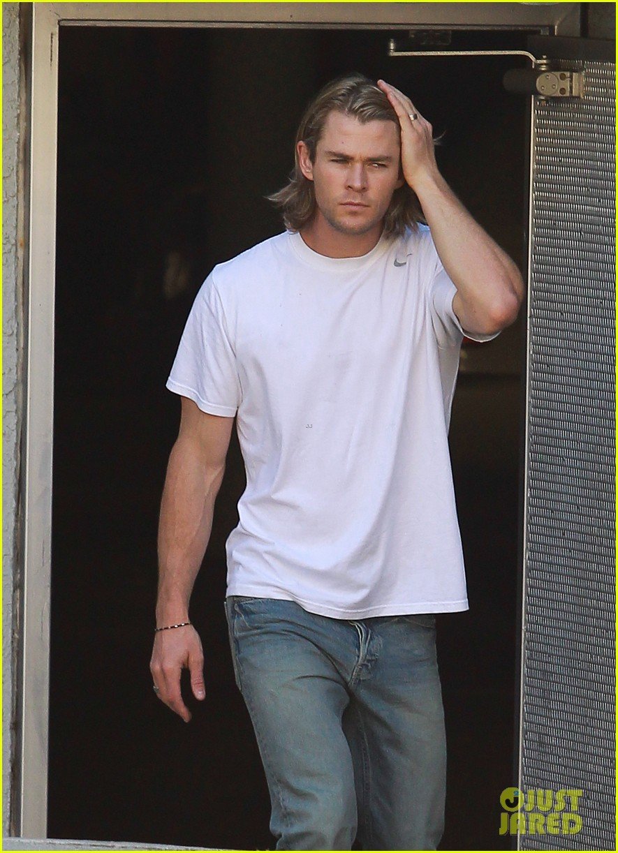chris hemsworth elsa pataky garbage day 03