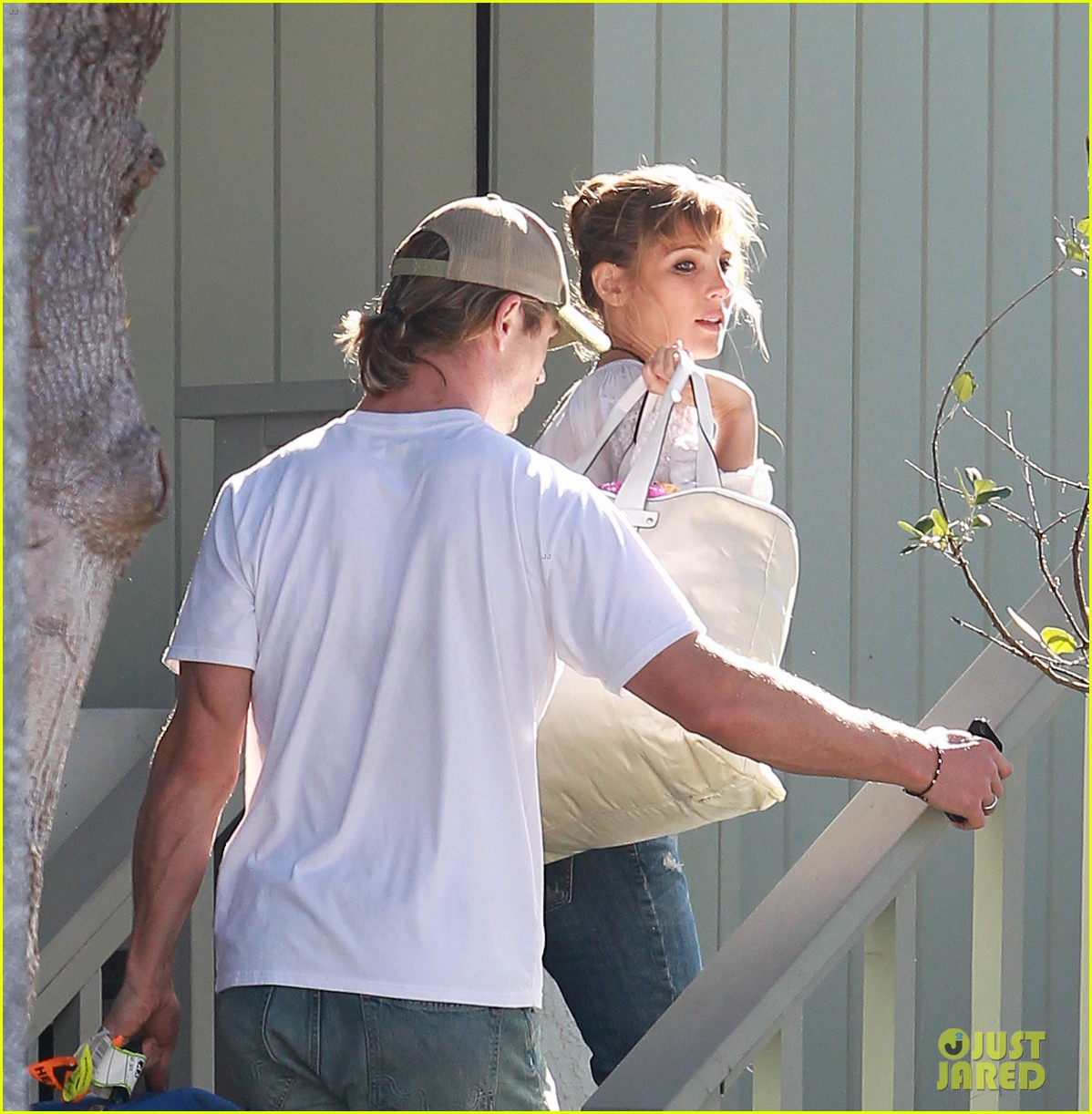 chris hemsworth elsa pataky garbage day 06