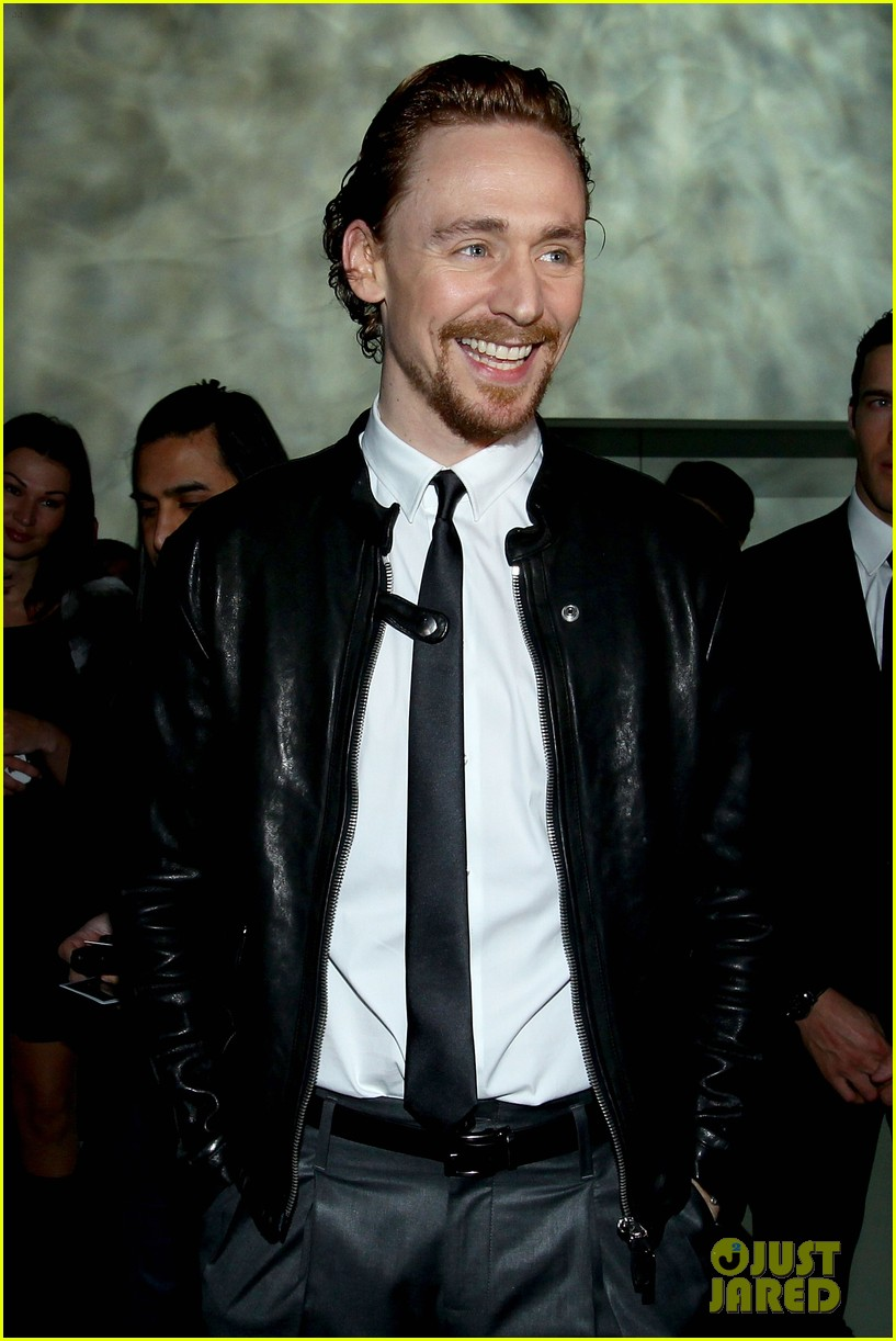 tom hiddleston armani fashion show 02