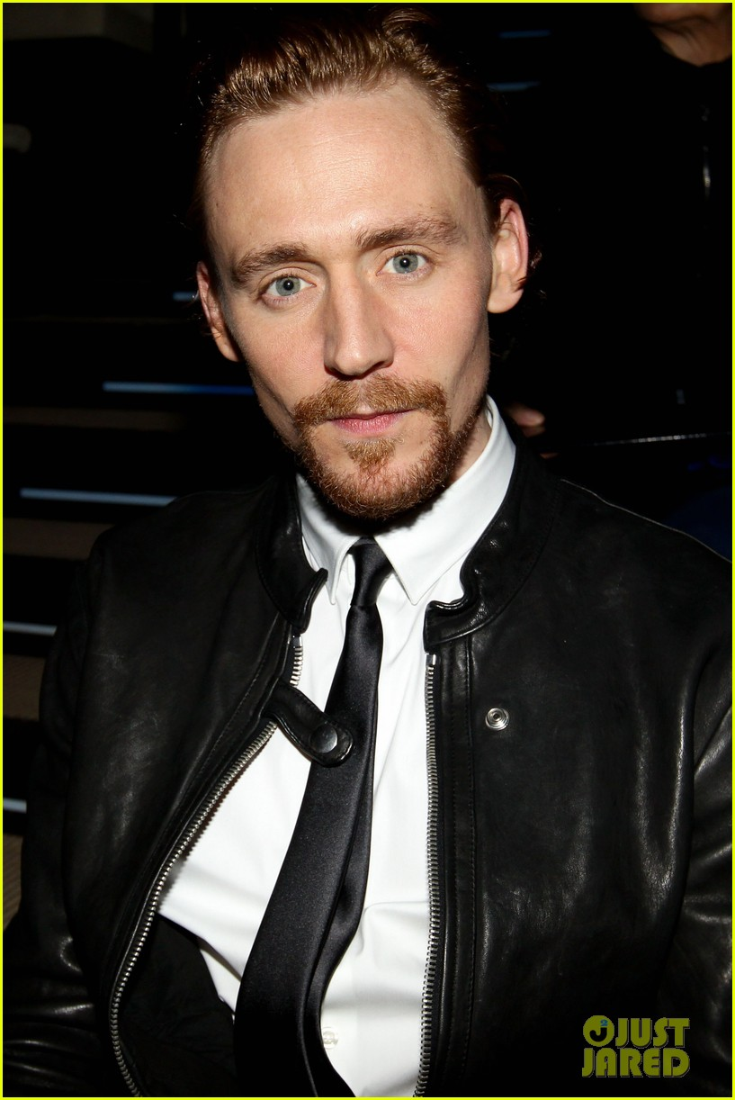 tom hiddleston armani fashion show 03
