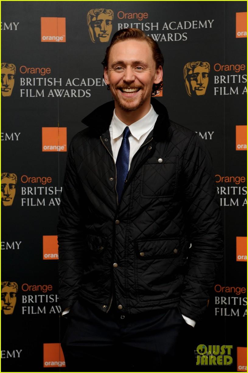 tom hiddleston eddie redmayne bafta orange 05