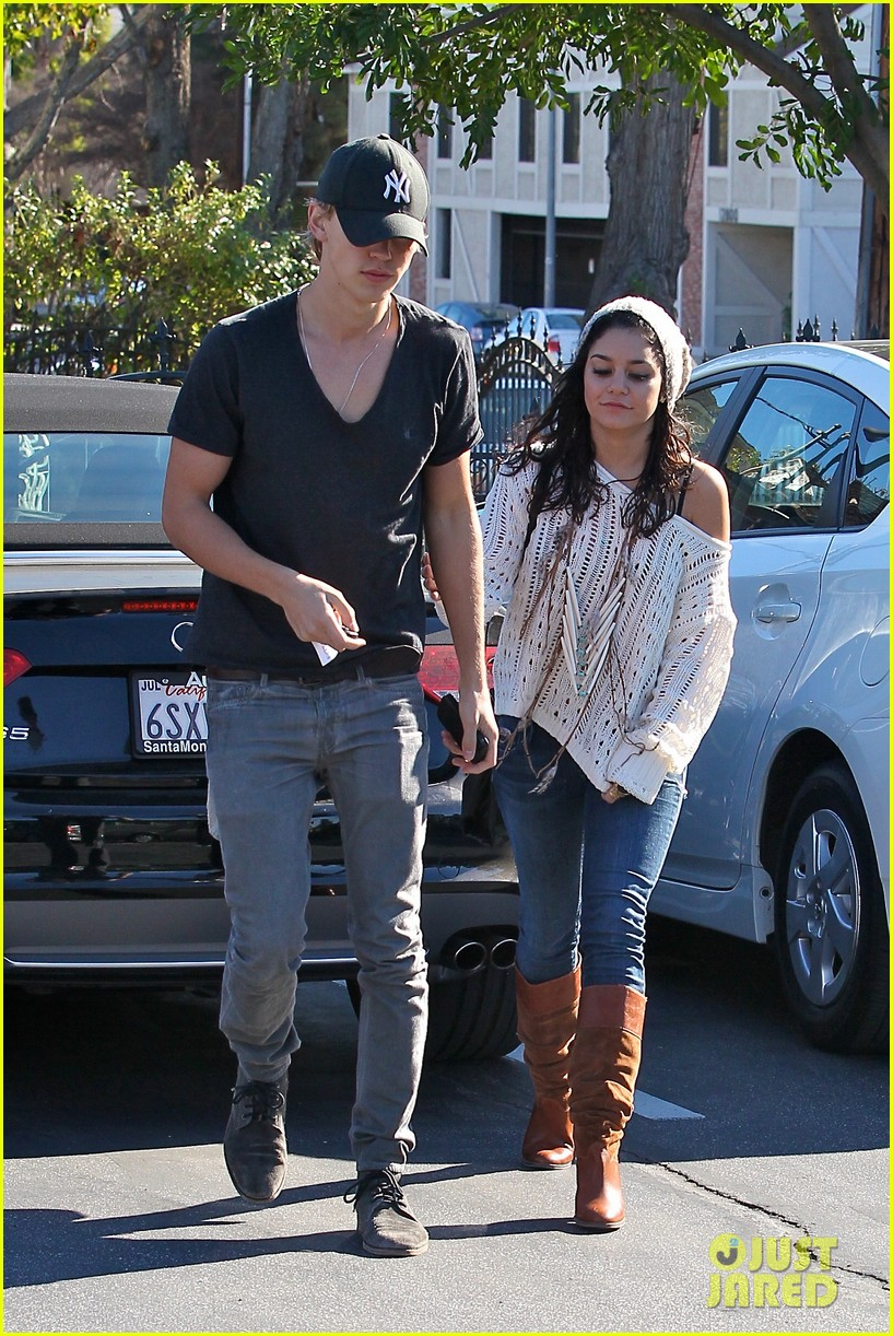 vanessa hudgens austin butler hugos 09