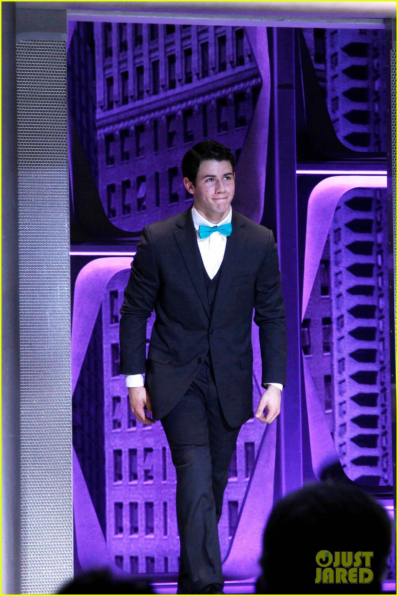 nick jonas how to succeed debut 03