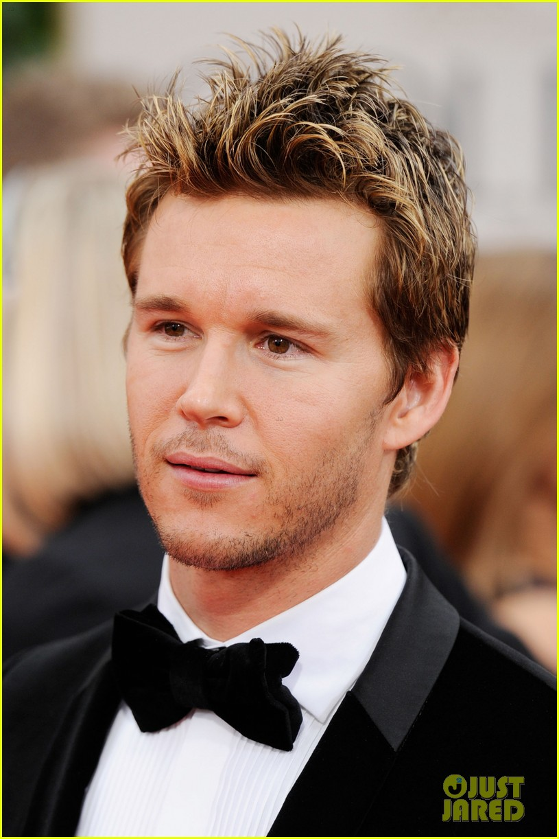 ryan kwanten 2012 golden globes red carpet 03