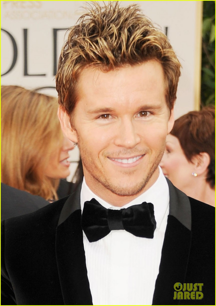 ryan kwanten 2012 golden globes red carpet 05