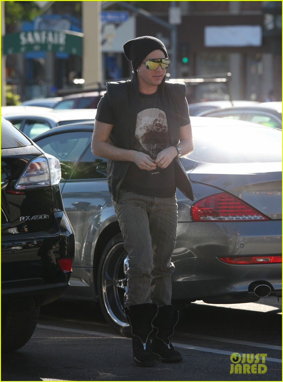 adam lambert whole foods 01