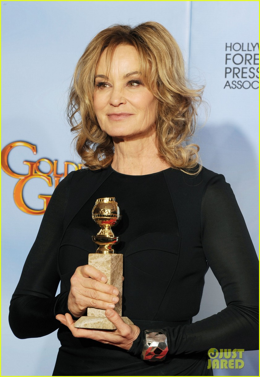 jessica lange connie britton golden globes 2012 red carpet 07