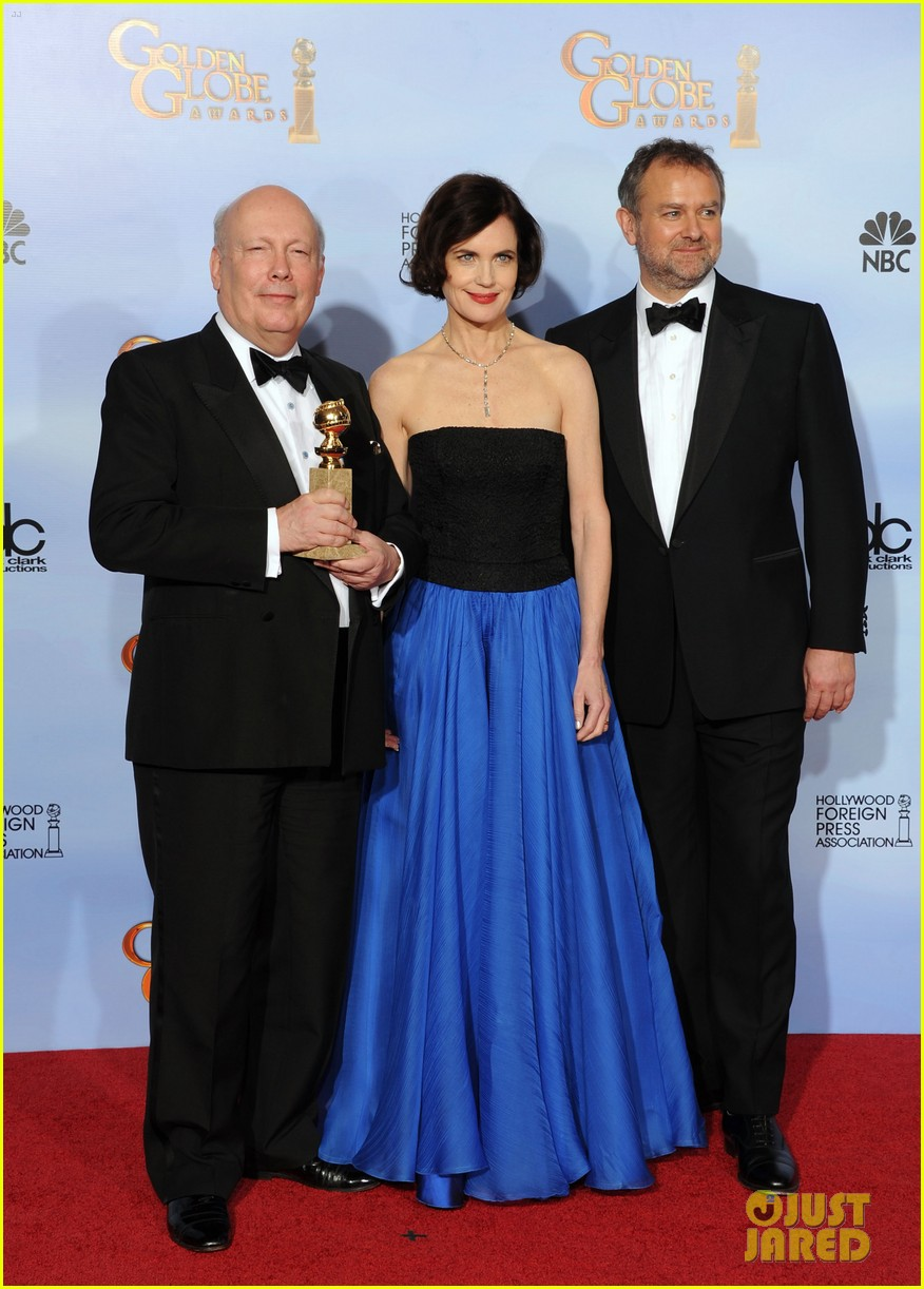 elizabeth mcgovern golden globes 2012 red carpet 02