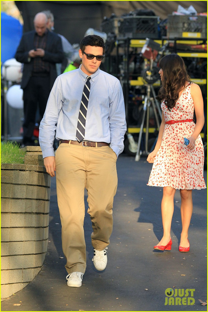 lea michele glee set with jeff goldblum 05