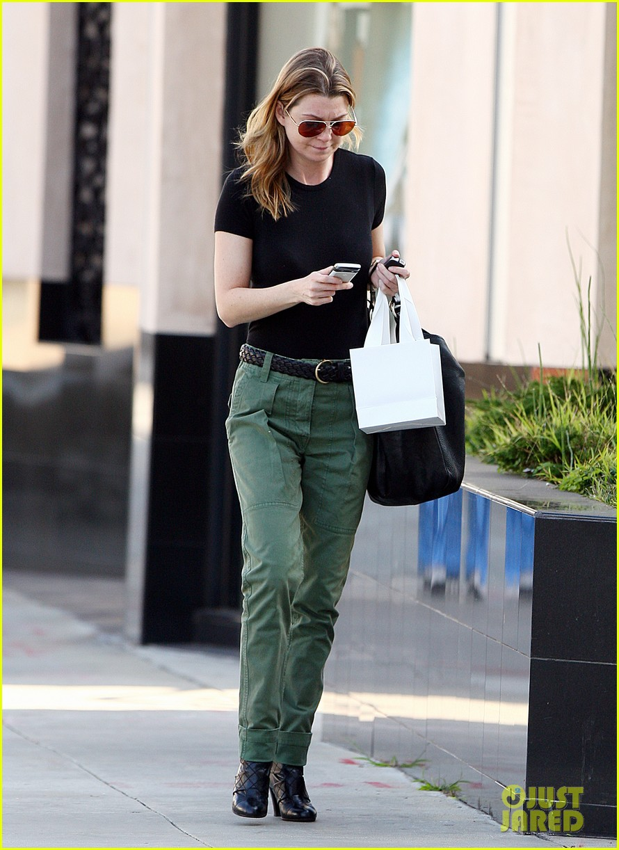 ellen pompeo shopping texting 03