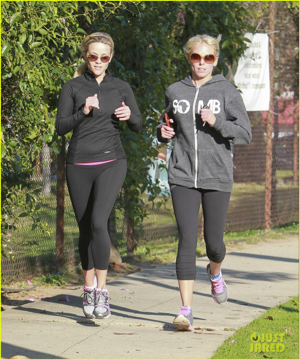 reese witherspoon jogging friend 03