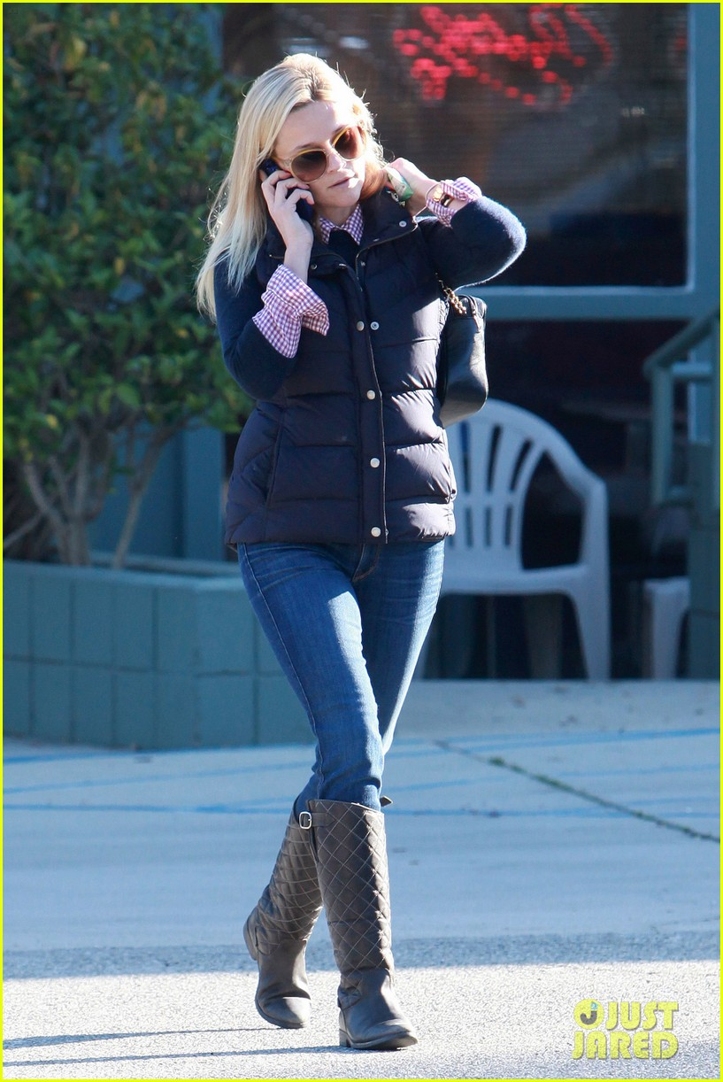 reese witherspoon phone call 08