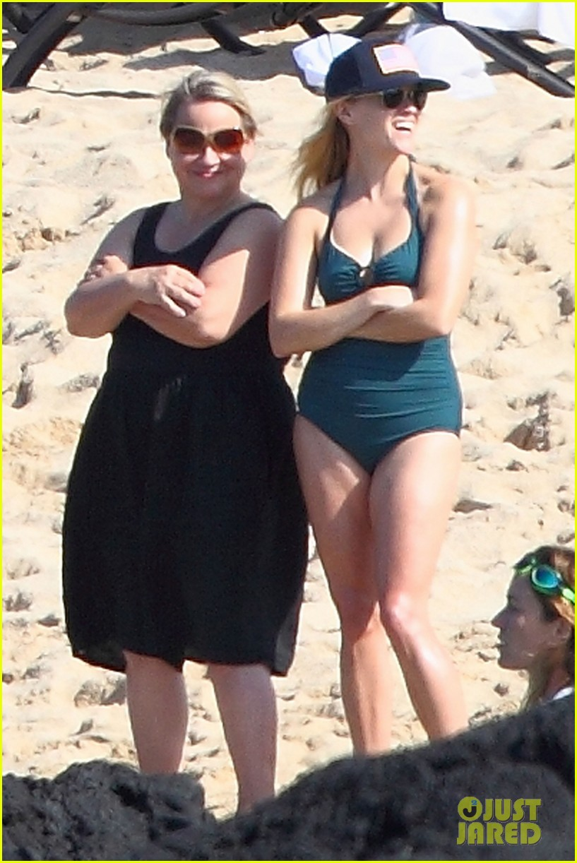 reese witherspoon swimsuit hawaii 012614017
