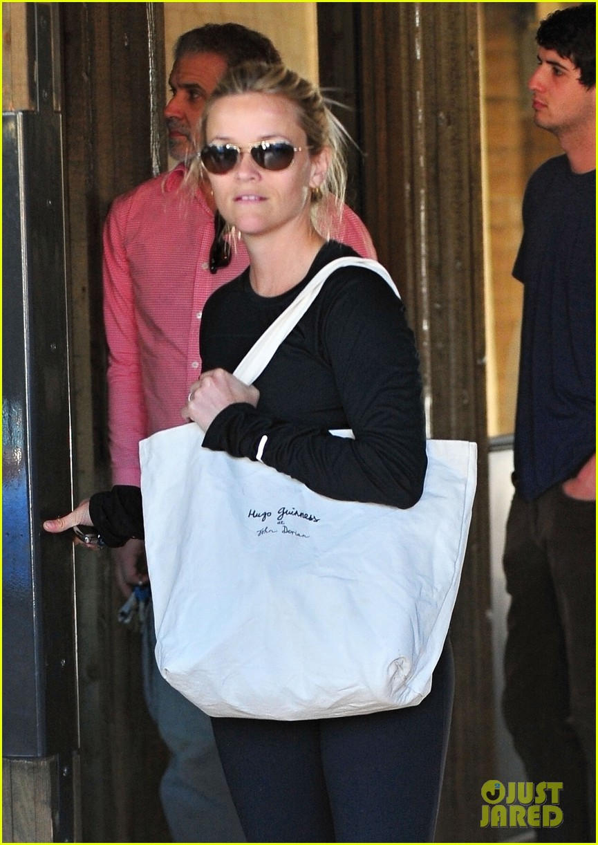 reese witherspoon sugarfish 01