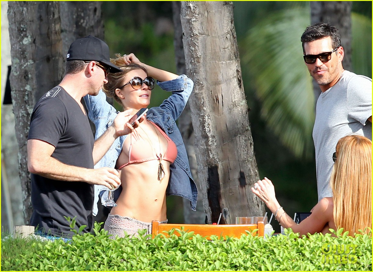 LeAnn Rimes hit the water in Hawaii in January Pic 29 of 35