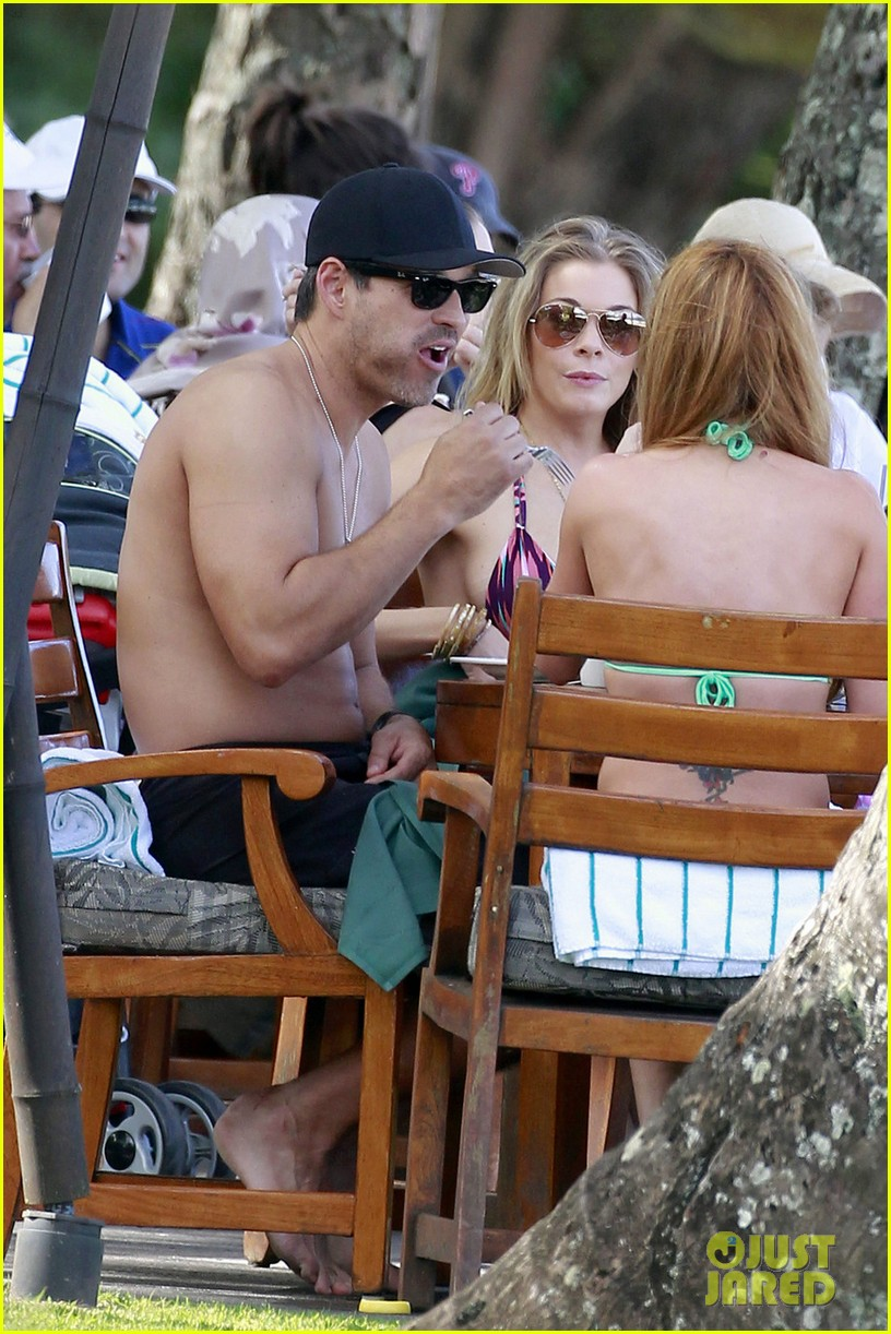 leann rimes bikini hawaii breakfast 02