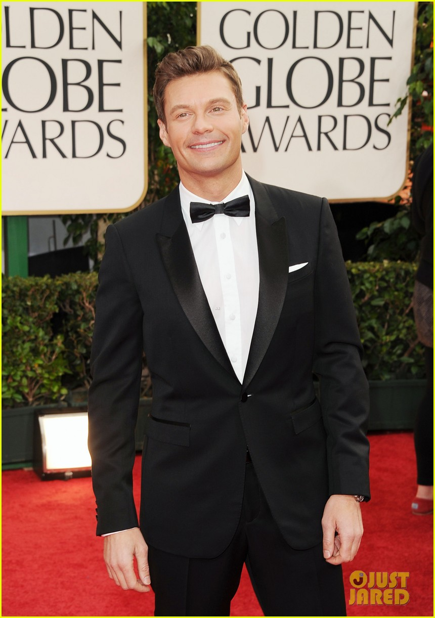 ryan seacrest 2012 golden globes red carpet 01
