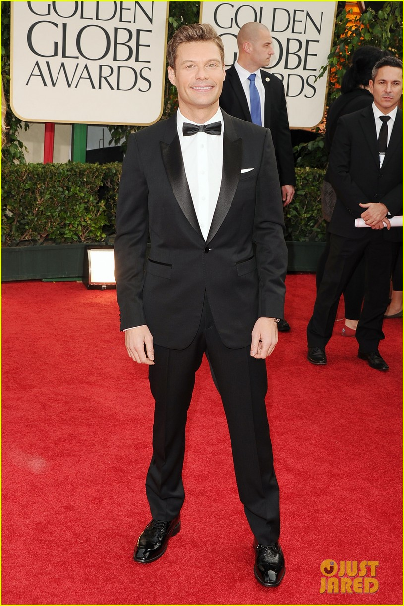 ryan seacrest 2012 golden globes red carpet 02