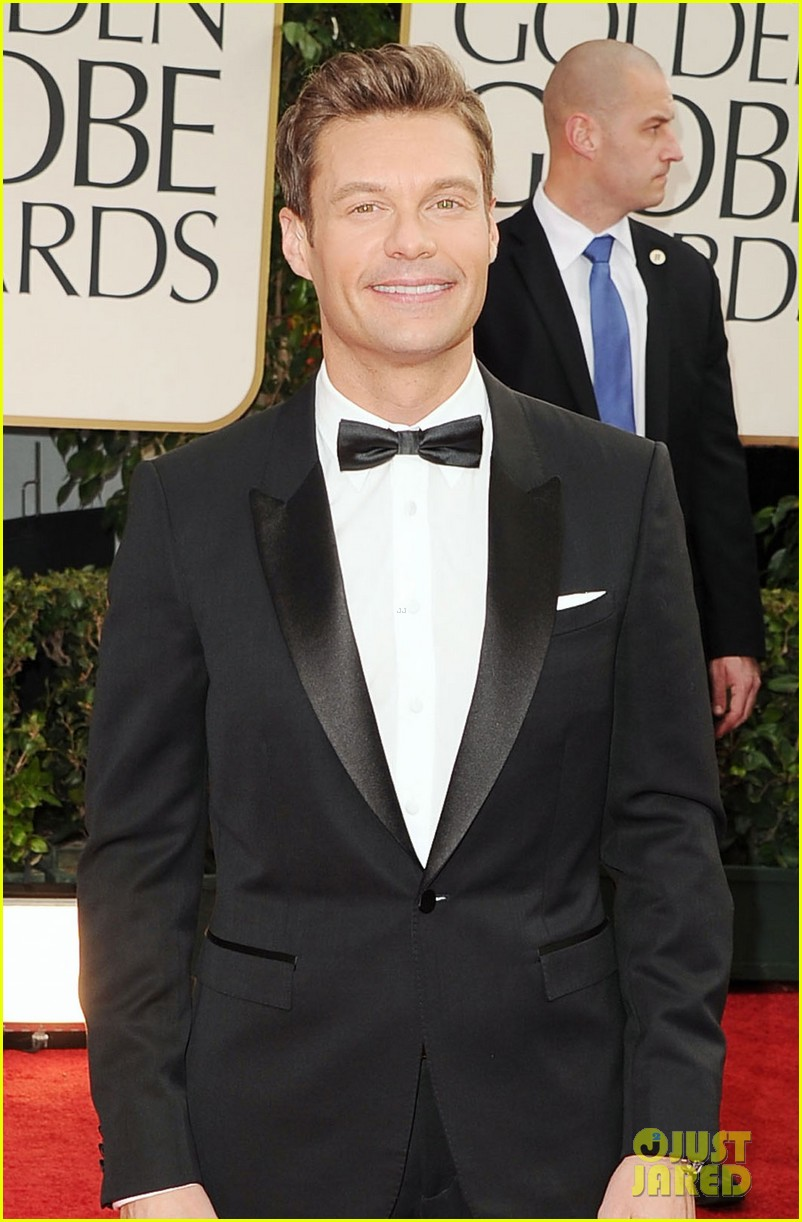 ryan seacrest 2012 golden globes red carpet 03