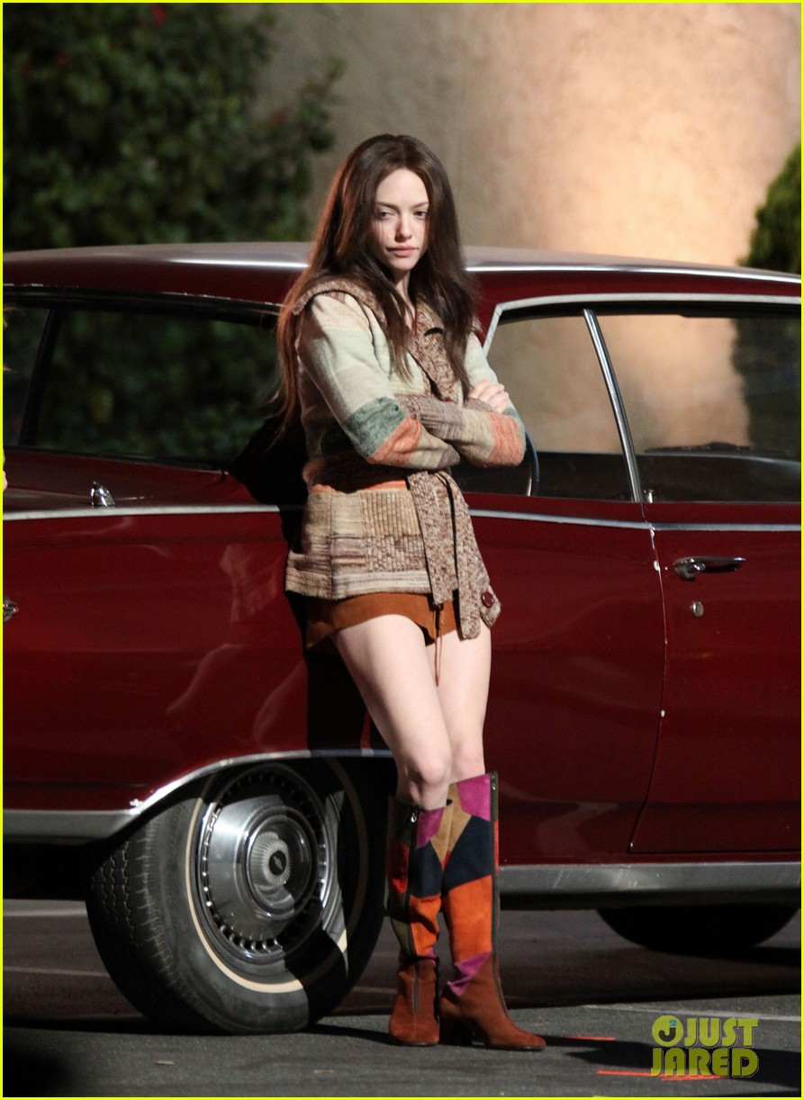 amanda seyfried lovelace set with juno temple 04