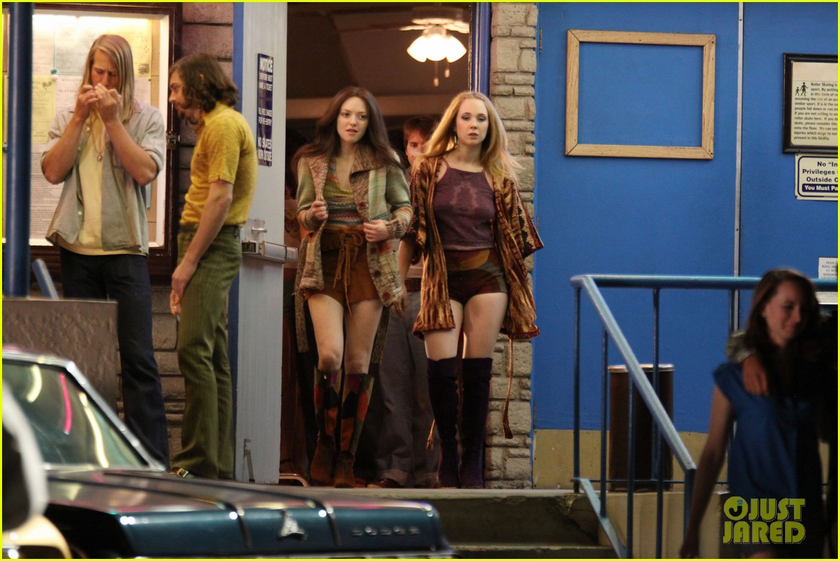 amanda seyfried lovelace set with juno temple 06