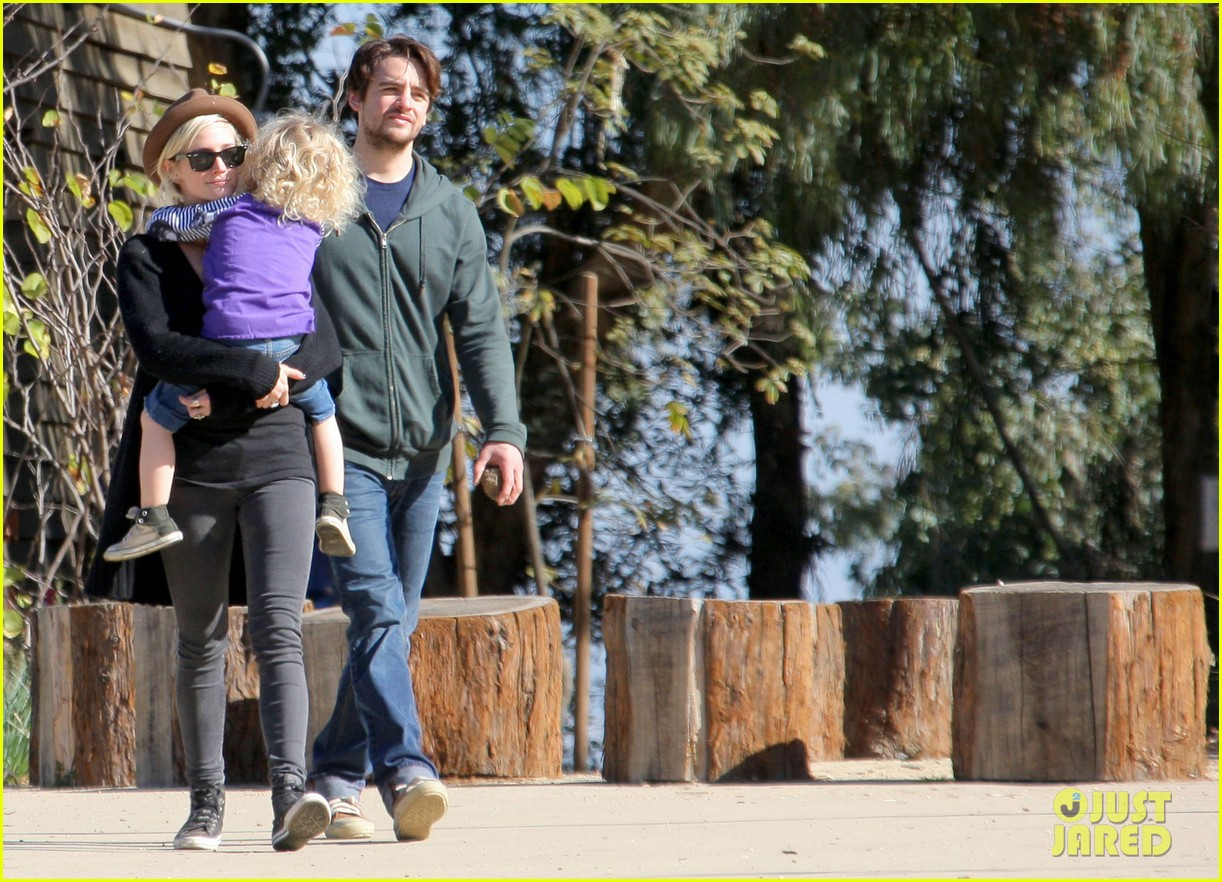 ashlee simpson vincent piazza park playtime with bronx 092620013