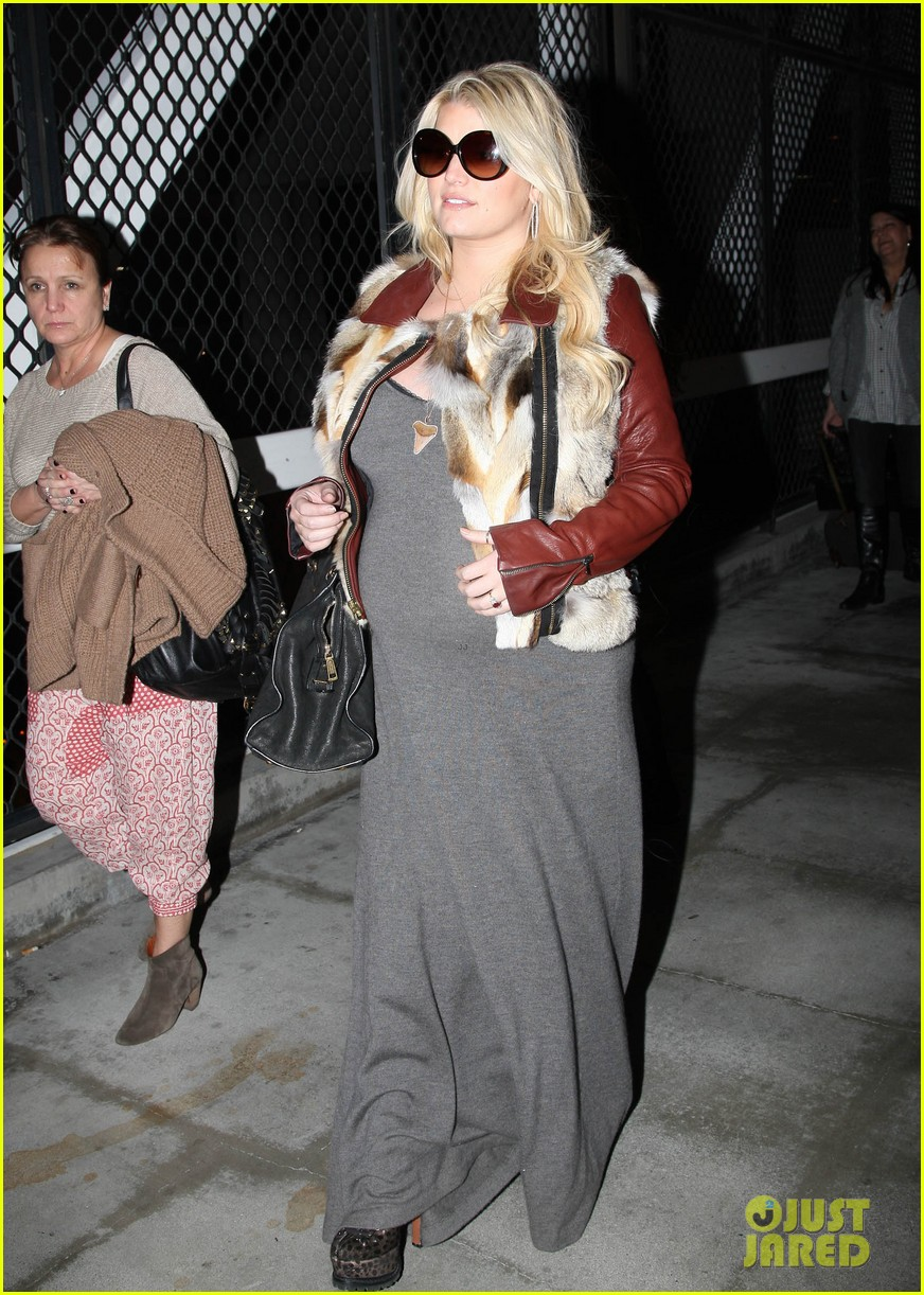 jessica simpson lax arrival with ashlee 072619009