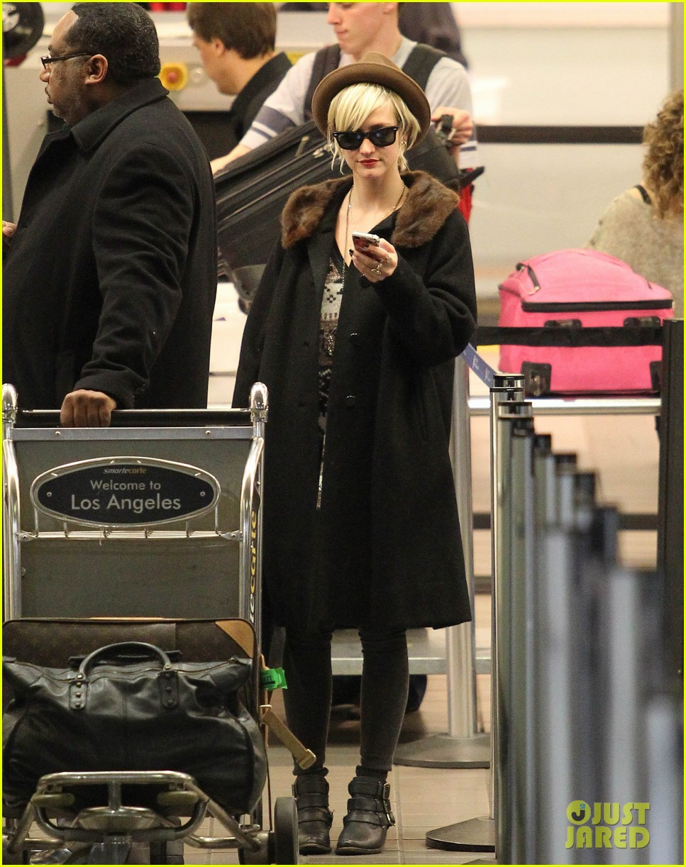 jessica simpson lax arrival with ashlee 12