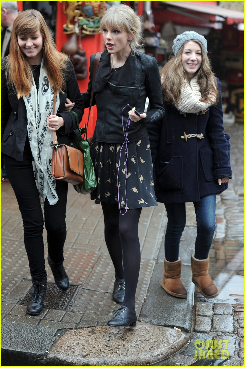 taylor swift umbrella london 09