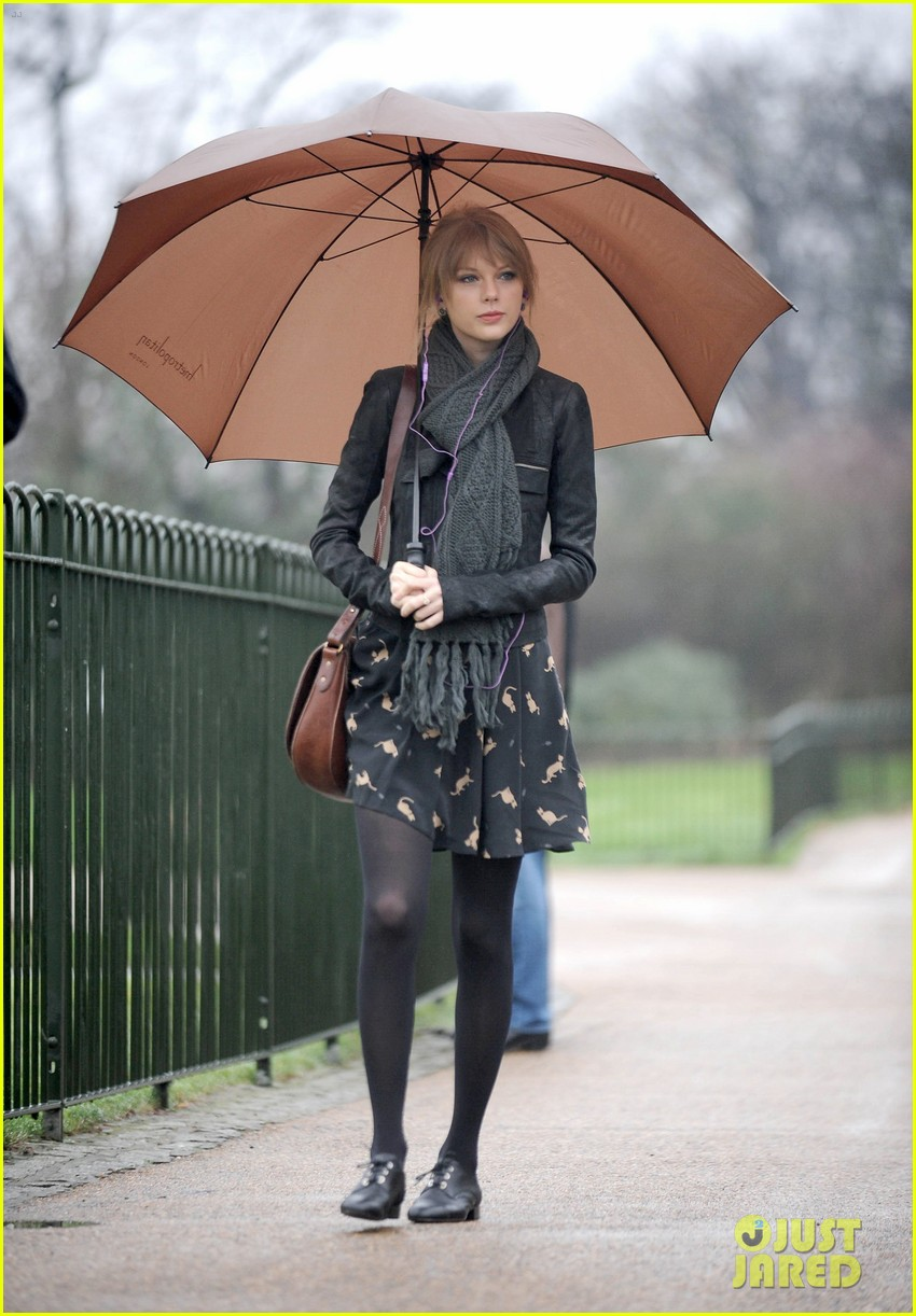taylor swift umbrella london 10