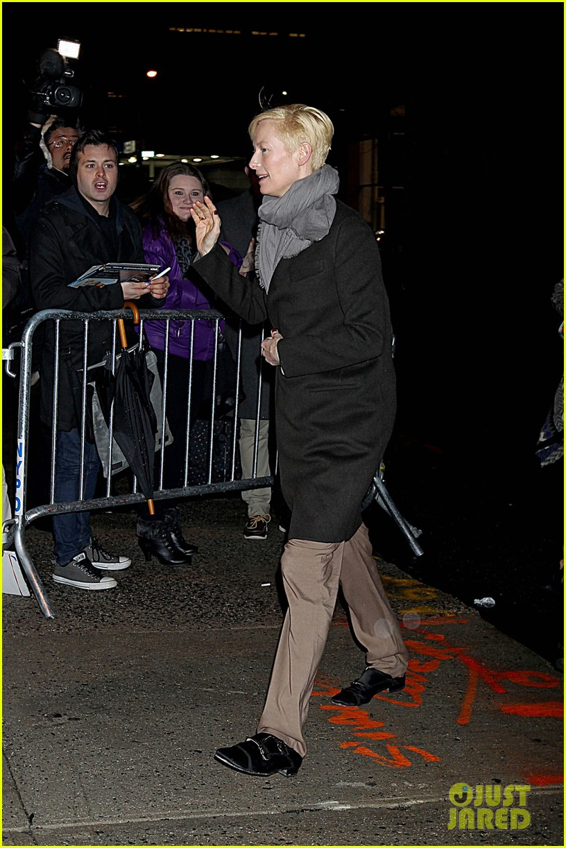 tilda swinton daily show 012622594