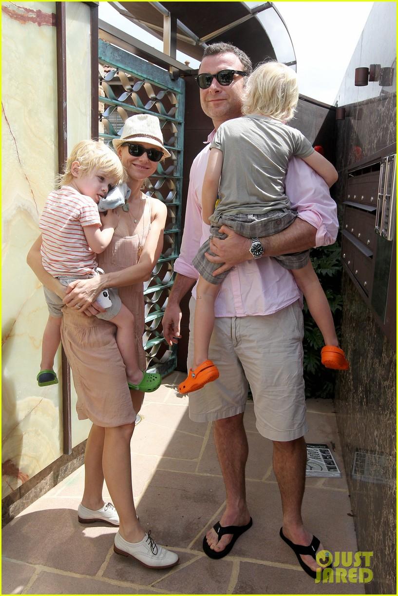 naomi watts liev schreiber australia day family 01