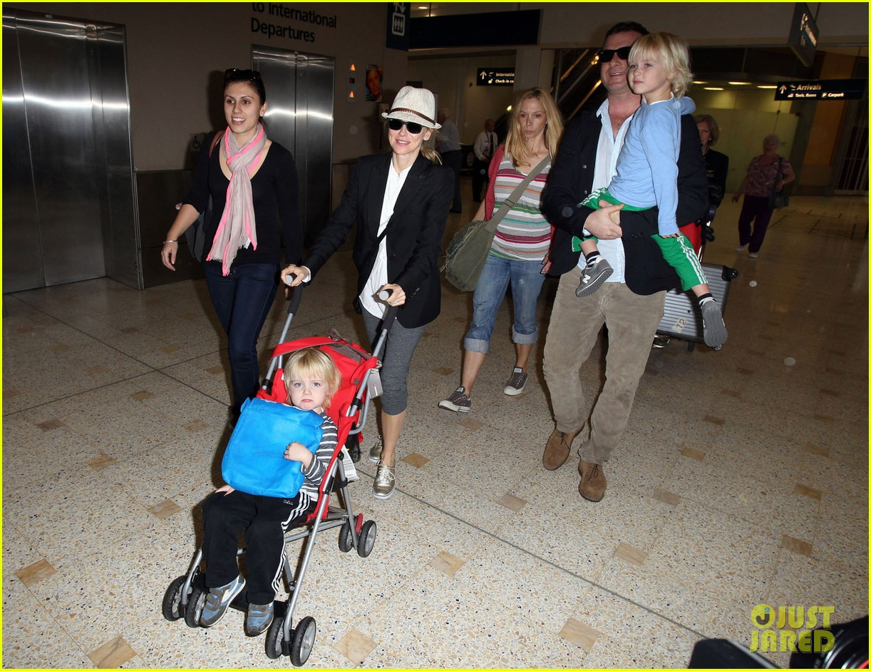 naomi watts liev schreiber sydney arrival with the boys 082621767