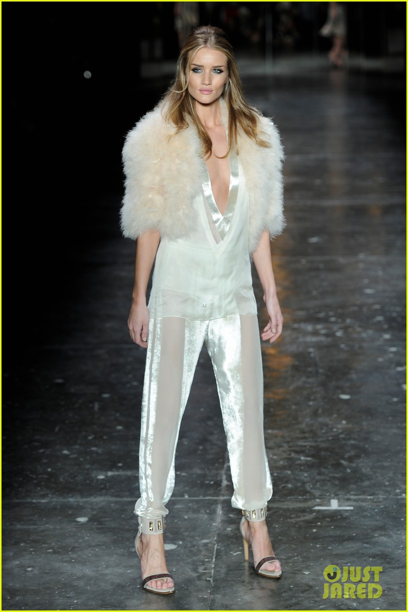 rosie huntington whiteley animale show sao paulo 01