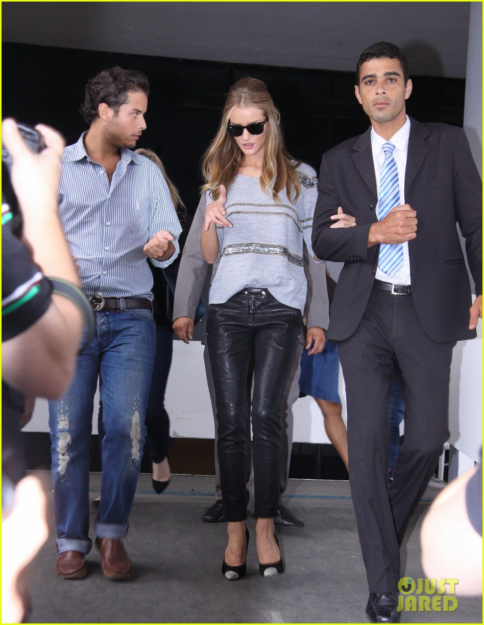 rosie huntington whiteley autographs hotel 08