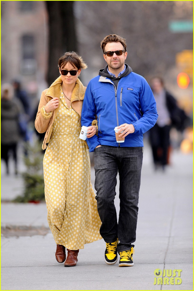 olivia wilde jason sudeikis new years day stroll 10