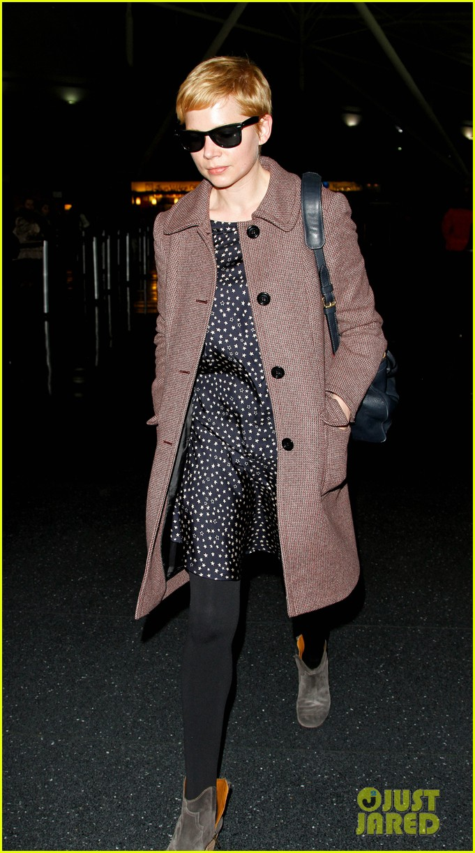 michelle williams lands nyc 04